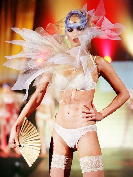 Nejnovější trendy ve spodním prádle - módní přehlídka Triumph