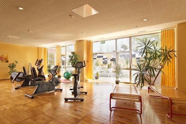 Fitnessraum inkl. Kursprogramm, z.B. Yoga, Rückentraining und Aerobic