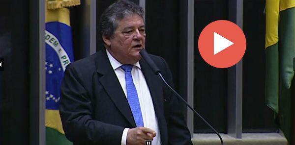 """O melhor discurso – e um desabafo por todos nós- na primeira parte da sessão que vai absolver Michel Temer pelo """"crime da mala"""" foi feito por Sílvio Costa (PT do B/PE). Reproduzo, para..."""
