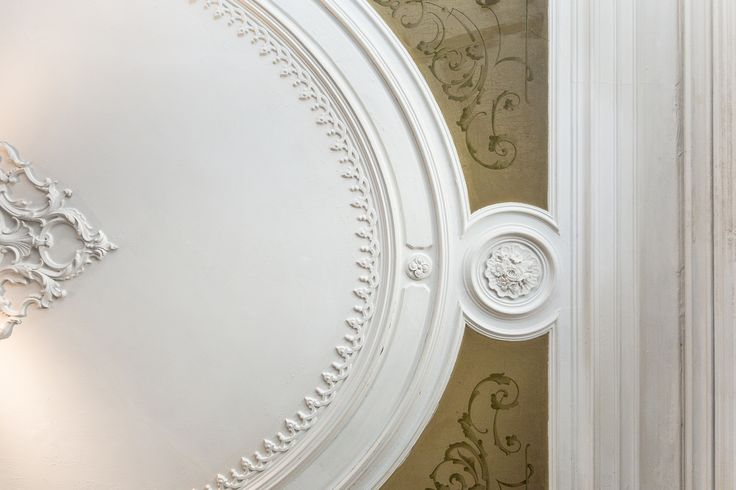 HomeLovers: ornamented ceiling full of beautiful details