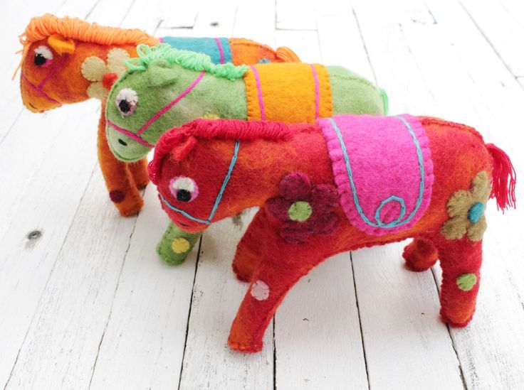 Handmade felt horse childrens toy | All our felt pieces are handmade in Nepal by our artisan producers.