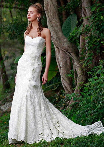 Augusta Jones's Jessie gown with sweetheart neckline. #RandyToTheRescue #BrideDay #Weddings