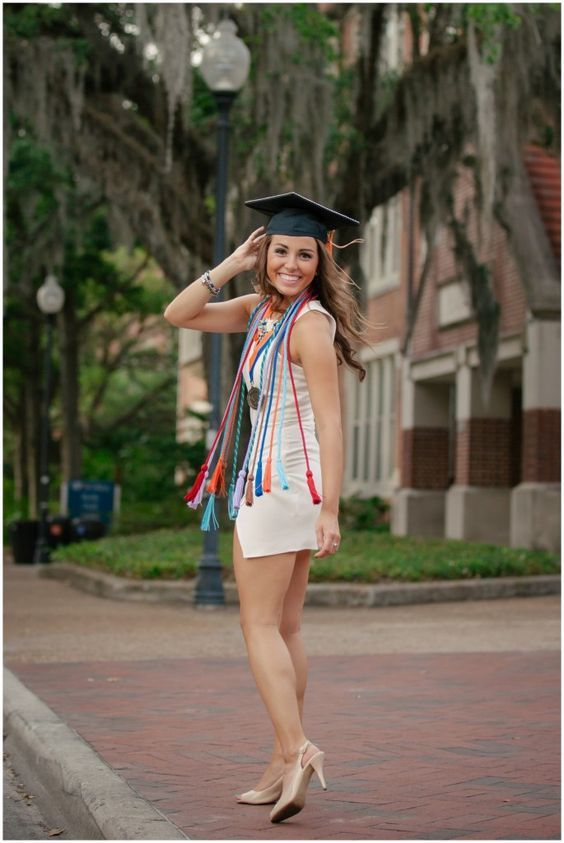 12 Steps to Your Perfect Graduation Outfit | College Graduation pictures and Senior year
