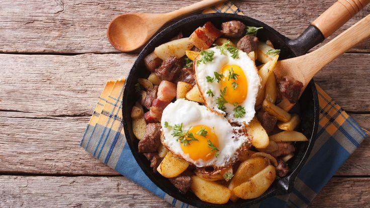 Aťužpojedete dorakouských nebo italských Alp, nejspíš tamnatrefíte narůznou obdobu tohoto klasického tyrolskéjo jídla. Dejte dokupy brambory, maso, špek asázená vejce ajehotovo!