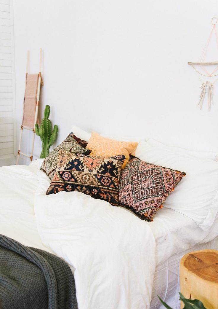 Your New Favorite Bohemian Home Décor Site: Loom + Kiln (Bohemian Bedroom and Pillows)