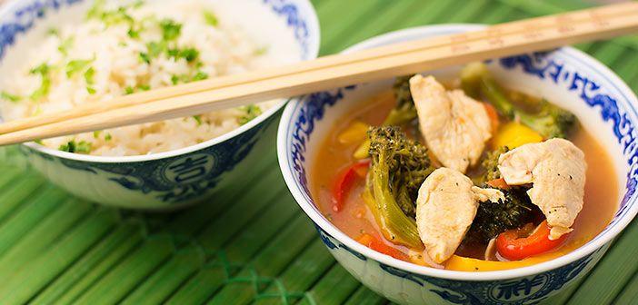 Kiinalaisten hapanimeläkastike kannattaa opetella ulkoa. Sen jälkeen voit tehdä juuri niin herkullisia ruokia, kuin siinä lähikiinalaisessa on tarjolla ja jättää kaupan valmiit purkit hyllyyn.