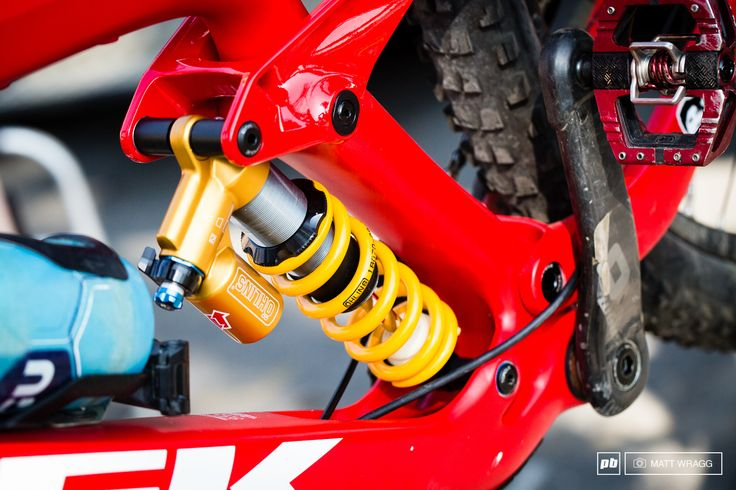 Alex Lupato Definitely Wins The Prize For The Prettiest Shock In The Pits With This Ohlins Ttx Mounted On Hi Trek Mountain Bike Trek Bikes Best Mountain Bikes