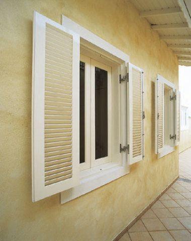 Esta janela de freijó mede 1,20 x 1 m. Vendida na Aratãs.