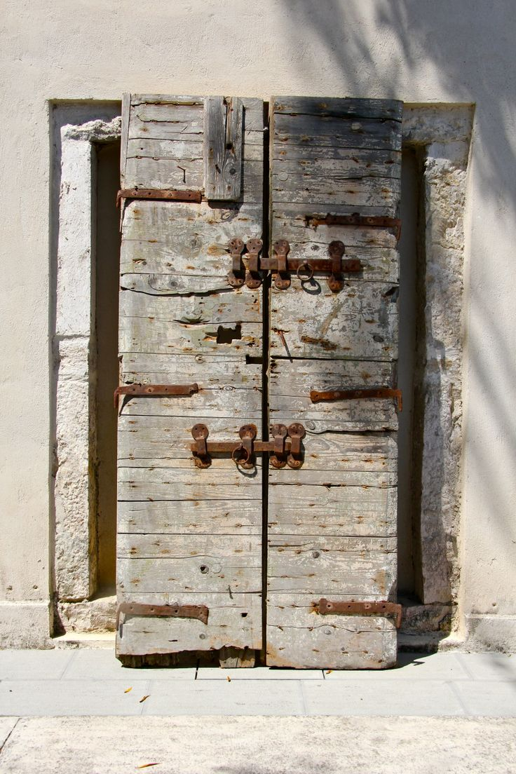 old door in Torri e Merli boutique hotel