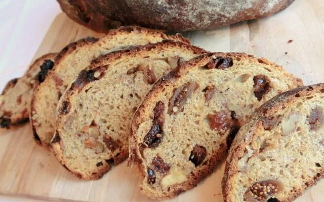 #Panicufigu #figbread Ingredients: - 1 kg. dried figs - 500 g. flour - 100 g. sweet and shelled almonds, walnuts, peanuts - 40 g. brewer's yeast - 1 glass of grape must - Orange zest.  Here you find the recipe:  https://www.facebook.com/lantanaresort/photos/a.240387805973260.72593.196801240331917/1318909611454402/?type=3&theater