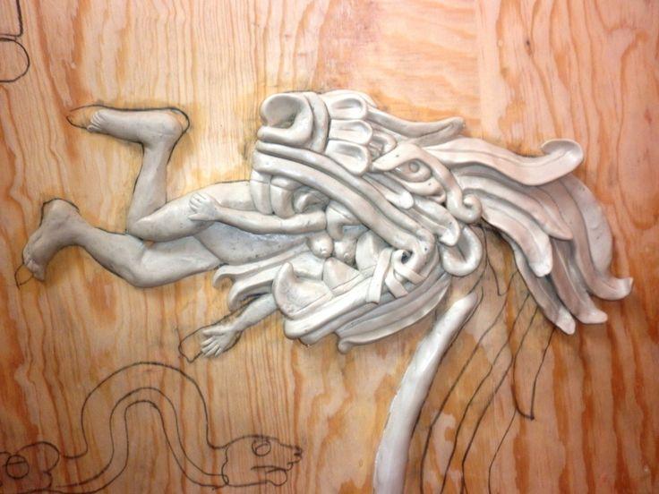 """05.04.2014. Proceso de modelado a mano con pasta epóxica de la obra """"Quetzalcóatl. la Serpiente Emplumada"""" del Códice Borbónico, sobre triplay de madera de pino de 16 mm. Modelado de la Serpiente Emplumada"""
