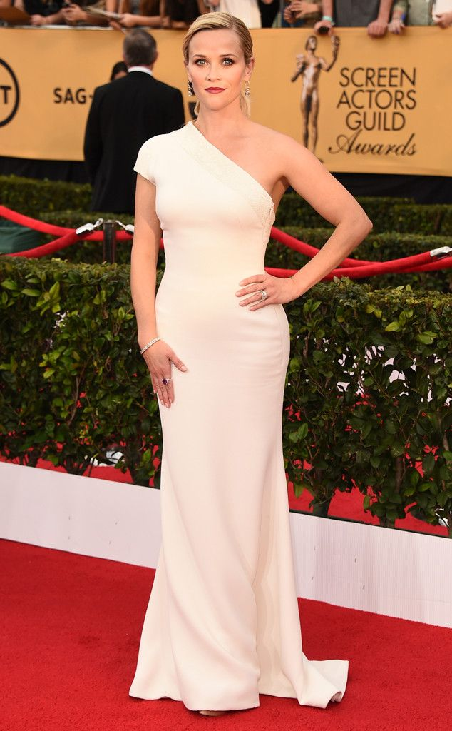 Reese Witherspoon is breathtaking in Armani!