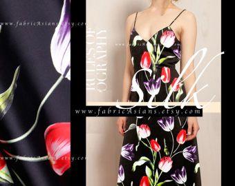 Modello di seta Black Tulip Charmeuse