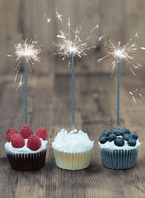 Sparkler cupcakes http://www.thesavory.com/food/50-most-amazing-food-gifs-ever.html