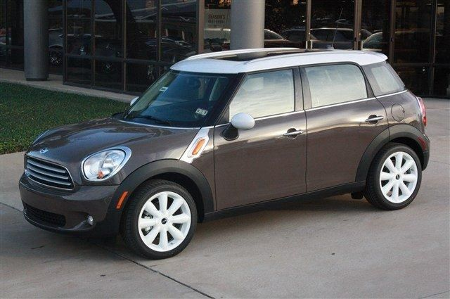 mini cooper countryman in light coffee white roof and mirrors perfect car so fun to drive. Black Bedroom Furniture Sets. Home Design Ideas