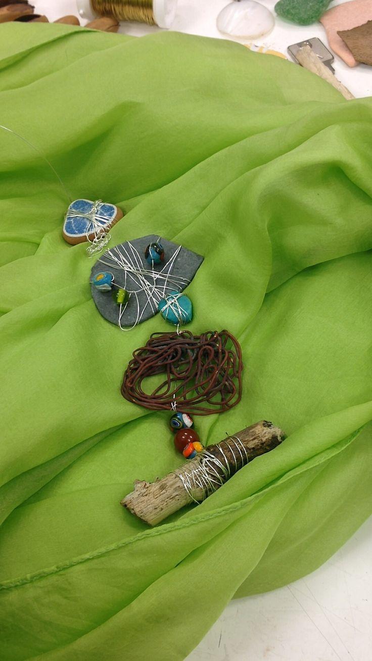 Gioiello con materiali di recupero, per Tam Tam