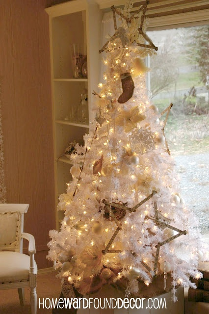 Vintage White Christmas Tree decor tips from HOMEWARDfoundDecor.com