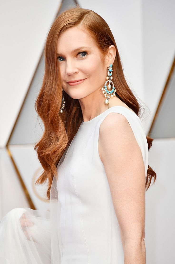 Why hasn't anyone recognized Darby Stanchfield as the person most likely to snatch the title of Best TV Hair from Connie Britton? At the Oscars, where hair can look overly shellacked, crunchy, or too done, Stanchfield's hair looks effortless while still looking polished. But then again, it's not entirely a surprise as Stanchfield was one of the Herbal Essences shampoo girls in that now-legendary commercial.