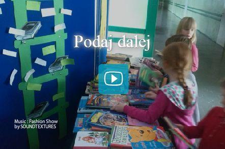 W  trakcie Tygodnia Czytania zorganizowaliśmy akcję Podaj dalej. Uczniowie z naszej szkoły przynieśli książki których już nie czytają, a chcieli, by się nimi podzielić z innymi. Na długiej przerwie każdy mógł wybrać jedną książkę, która mu się spodobała.