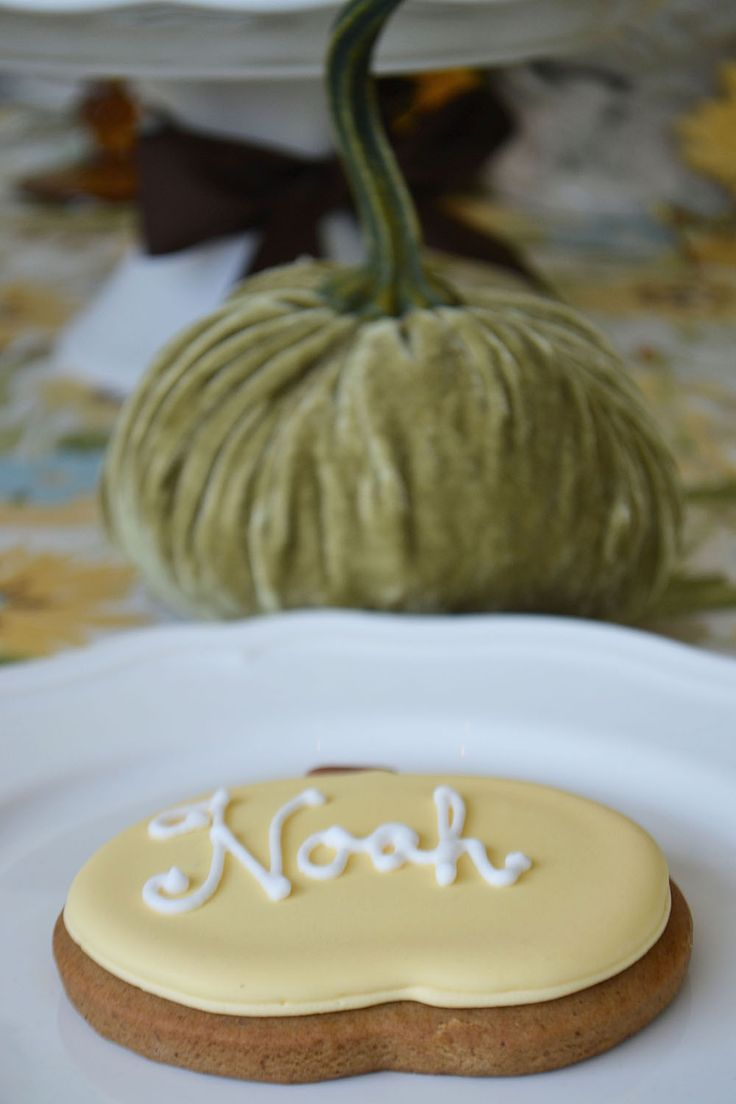Gingerbread pumpkin shaped cookies as place cards on a Thanksgiving table. By Bake Sale Toronto.