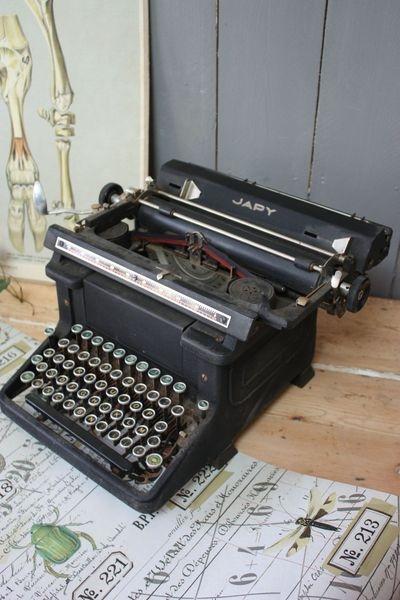 ancienne machine a ecrire machines crire. Black Bedroom Furniture Sets. Home Design Ideas