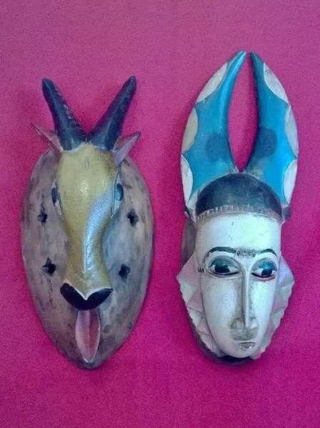 100 €: 2 máscaras da etnia BAULE da Costa do Marfim (100€ as 2 ou 60€ cada)