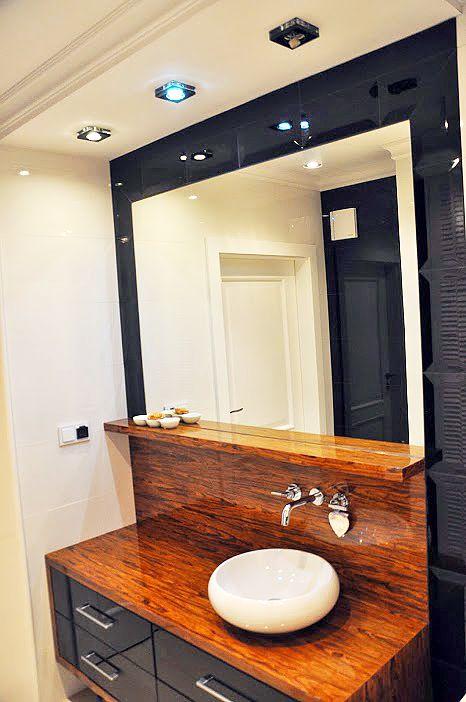Czarno-biała łazienka glamour - Projektowanie wnętrz Warszawa // glamour bathroom in white and black http://www.jedynetakiewnetrza.pl