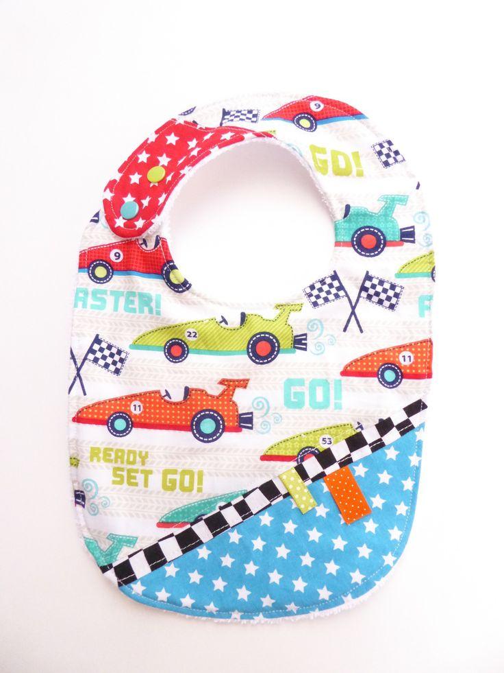 Bavoir bébé garçon en coton et éponge 0-12 mois voitures de course : Mode Bébé par lestiteslouloutes