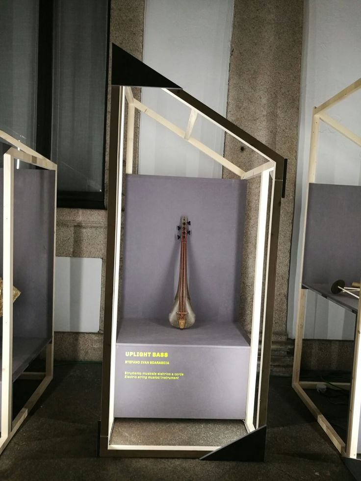 UPLIGHT BASS | Strumento musicale elettrico a corde  [designed by: Stefano Ivan Scarascia]