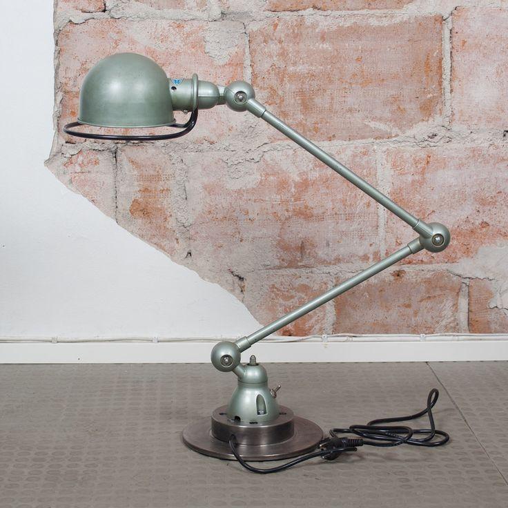 Klassikkovalaisin Ranskasta. Täydellinen metallisen vihreä sävy (Vespa Green), upea patina. Alkuperäinen posliininen lampunkanta. Kiinnitetty uuteen jarrulevyyn, uusi sähköjohto. Sähköt tarkastettu sähköammattilaisen toimesta. #habitare2014 #design #sisustus #messut #helsinki #messukeskus