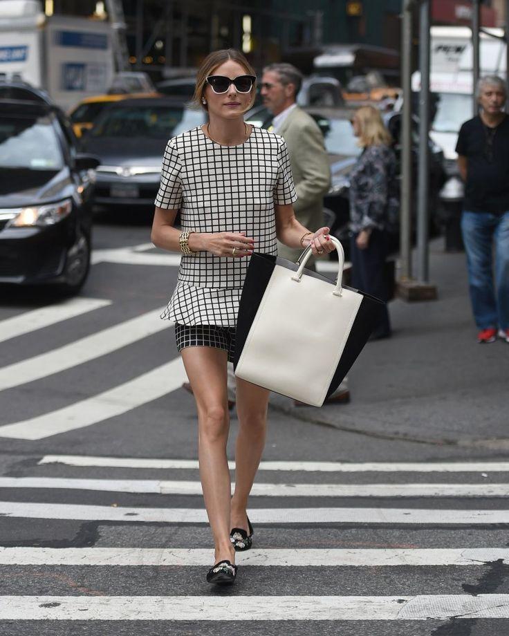 Olivia Palermo | Blusa a quadri con shorts coordinati indossata con slippers stampate e accessori nei toni dell'oro... | #outfitmania #outfit #style #fashion #dresscode #amazing #olivia #zara #prada #icon #musthave #slippers #bag #shoes #gorgeous | CLICCA SULLA FOTO PER SCOPRIRE L'OUTFIT E COME ACQUISTARLO