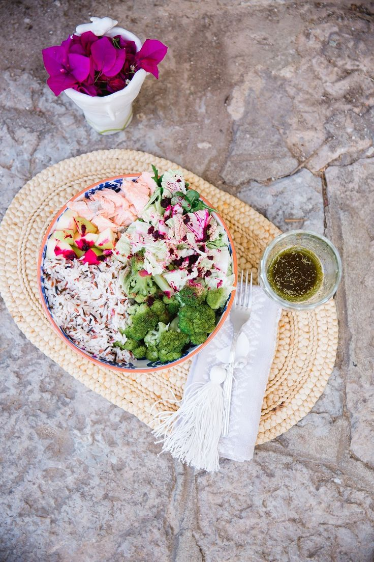 Loveat: Salada de salmão com arroz selvagem e vinagrete de clorela