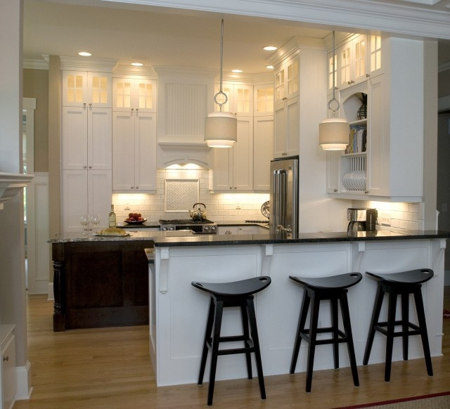 White Kitchen w/ peninsula and island