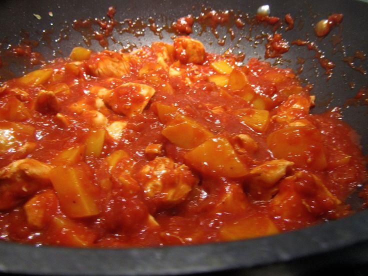 Maak je eigen kip pilaf met perziken op de volgende manier. Dit is een recept dat heel makkelijk en snel te bereiden is. Deze saus is lekker bij bijvoorbeeld rijst.