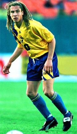 to meet L's biggest idol Henrik Larsson in person in Sweden.