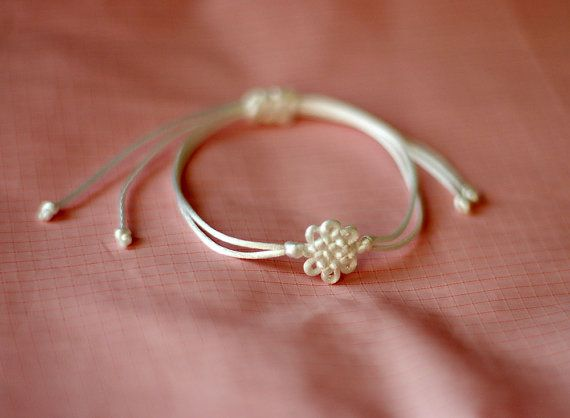 Ornamental knot Korean knot bracelet White Navy by DanusHandy