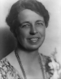 Eleanor Roosevelt (1884-1962) – Casatorita cu unul dintre cei mai faimosi presedinti ai Statelor Unite, Franklin Roosevelt, Eleanor este cea care a revolutionat statutul de Prima Doamna a unei tari, devenind una dintre cele mai puternice si influente femei ale secolului XX.