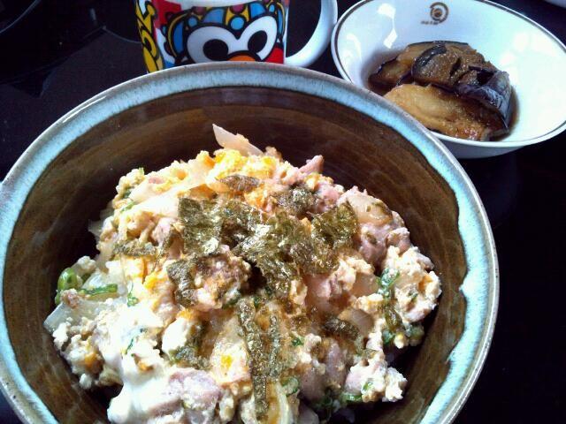 2013年7月22日(月)  みんな大好き親子ドゥン(*´ー`*)♪ 奮発してモモ肉です。美味しいです♪♪ - 58件のもぐもぐ - 親子丼、ナスの甘煮、豆乳スープ by maro14