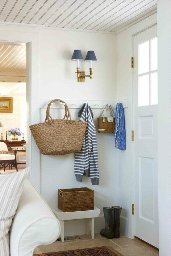 Exceptionnel Entry Mudroom. Hooks Around A Corner