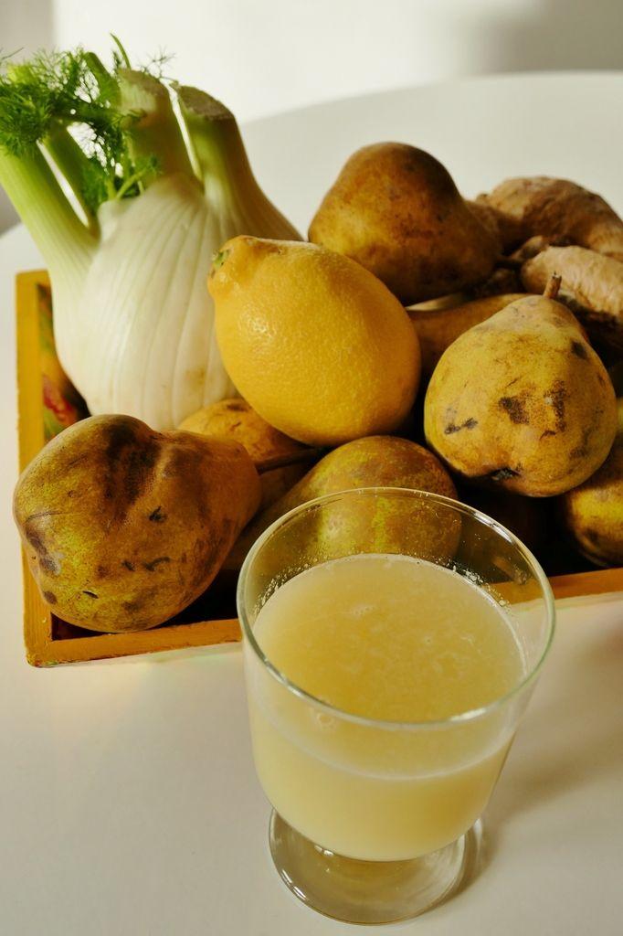 2è jus by Chry : jus jaune de fenouil,  poires, citron et gingembre