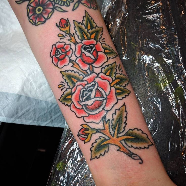 Tattoostraditional On Pinterest: 1000+ Ideas About Traditional Rose Tattoos On Pinterest