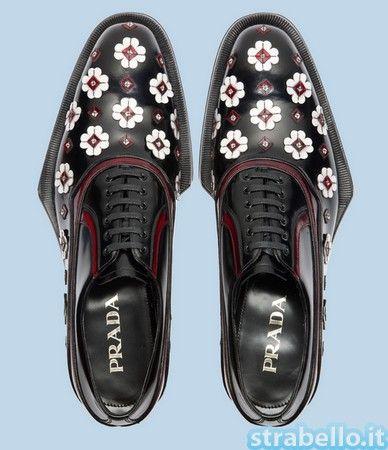 Da Prada arrivano le Allacciate, scarpe per uomini eleganti che amino un minimo di eccentricità; La calzatura è una allacciata francesina in vitello sp