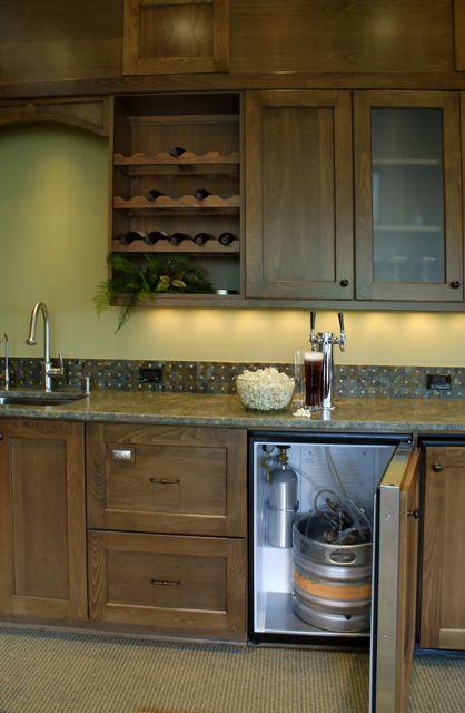 https://i.pinimg.com/736x/c4/1e/b1/c41eb1ae1369b24a4d5210f00a3b9a48--wet-bar-basement-basement-kitchen.jpg