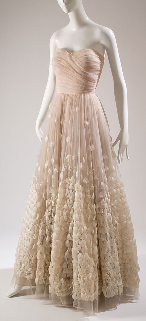 12 best Gorgeous Gowns images on Pinterest | 1950s fashion, Casual ...