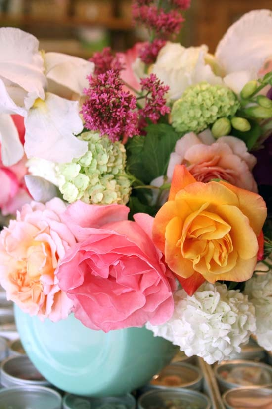 I wish these beauties were on my side table when I woke up.: Colors Combos, Color Combos, Pretty Colors, Cream Colors, Flower