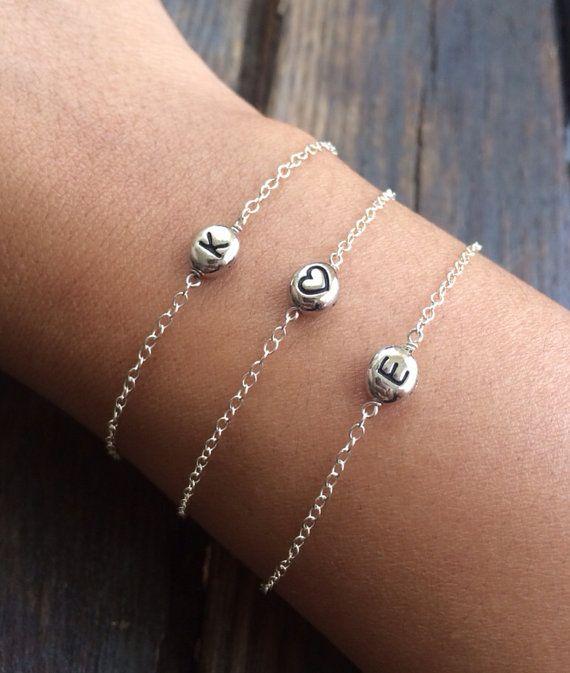 Ehi, ho trovato questa fantastica inserzione di Etsy su https://www.etsy.com/it/listing/72447357/initial-bracelet-personalized-jewelry