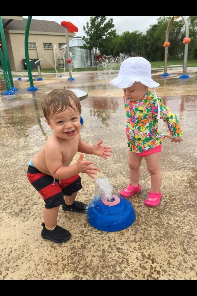 Dallas Moms Blog provides ways to beat the heat in this Dallas Guide to Splashpads, Pools, and Water Parks in the DFW area for Families.