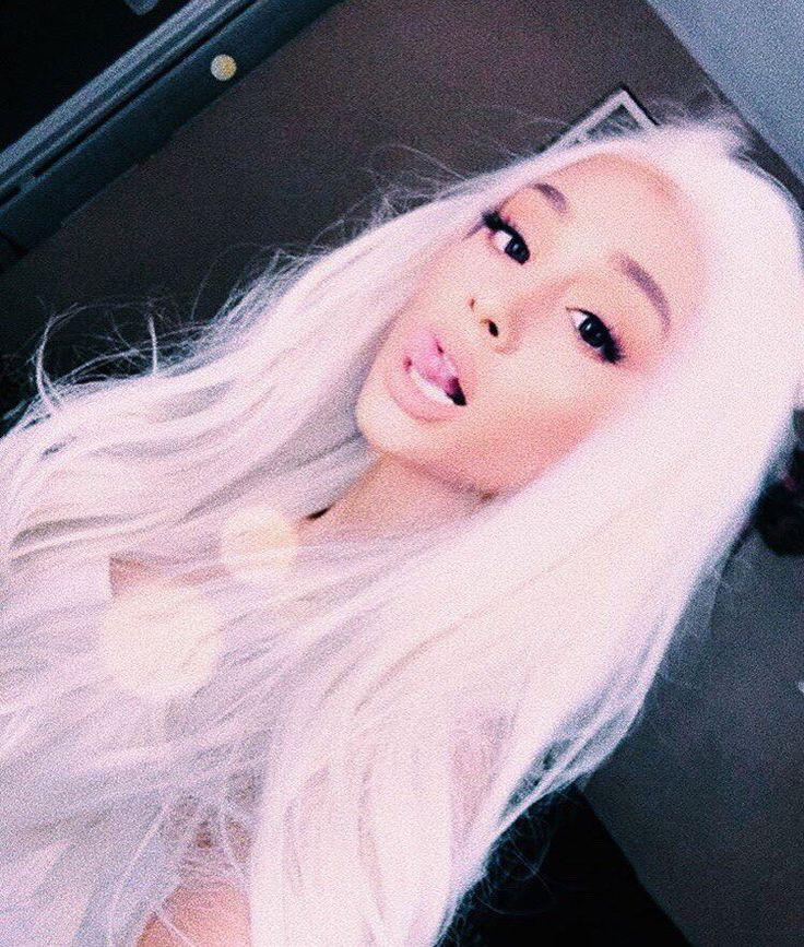 Dayum even Arianna G. rocks white hair.  I LOVE that lack of color.  hahah..  Mr.Bud