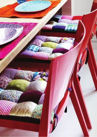 bubble quilt chair cushins! i think i may do these in either all chocolate brown, or all ivory! <3