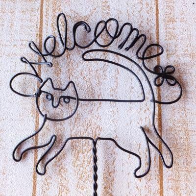 ネコとトリのデザインのガーデンスティックです♪文字を変える事も出来ます。素材:アルミ線サイズ:ネコ 高さ約13.5cm×横約15cm    トリ 高さ約11.5cm×横約16cm    スティックの長さ 19cm制作